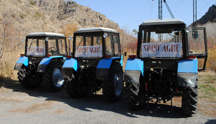 tractors-to-syrian-armenians-arm